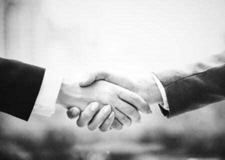 چارهای جز اعتماد به هم نداریم