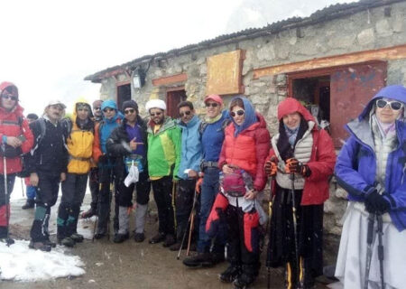 تبلیغ و منبر در حین کوهنوردی توسط طلبه درس خارج رهبر انقلاب