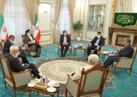 دیوارکشی رئیسی بین دعواهای سیاسی و منافع مردم