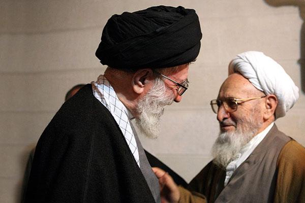 اقامه نماز بر پیکر علامه حسنزاده آملی توسط رهبر انقلاب