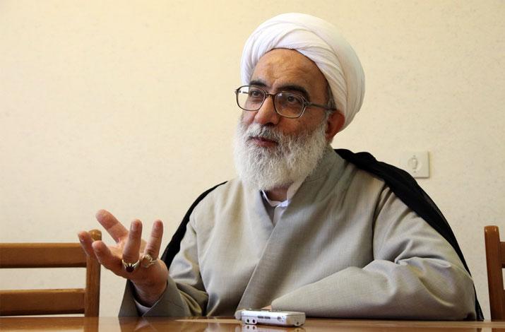 مسلمین و تمام کسانی که به اسلام گرویده اند باید در مقابل کفار ید واحده باشند